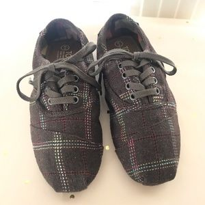 TOMS Plaid Laced Sneakers Sz 7